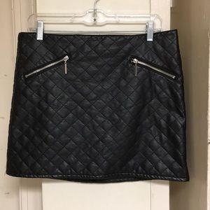 Pleather used black h&m skirt ❤️